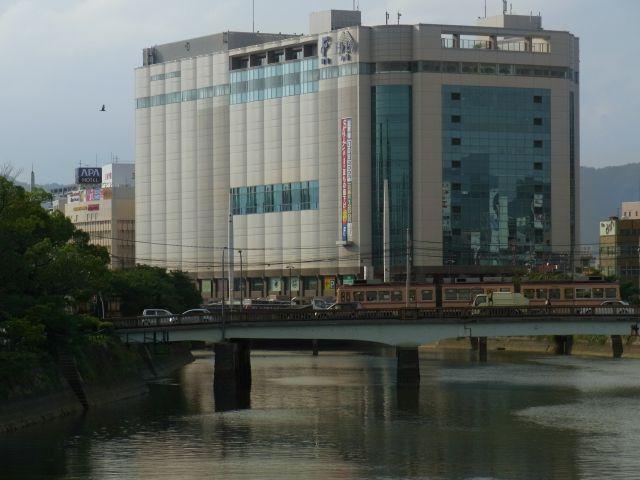 市電と猿猴川