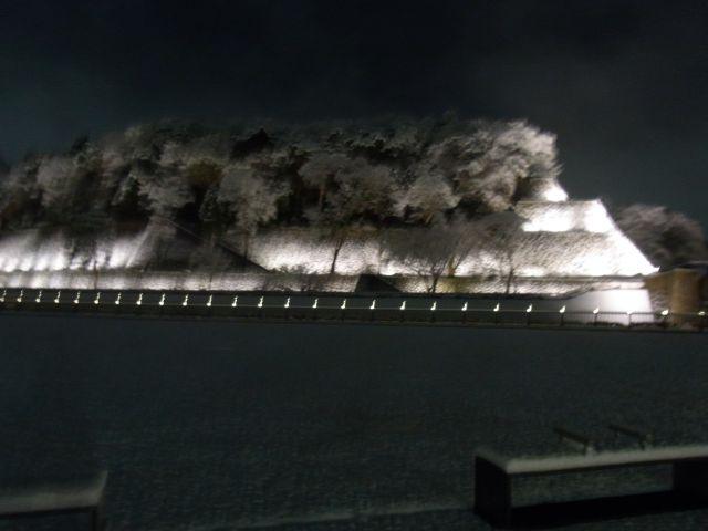 雪化粧した金沢城公園