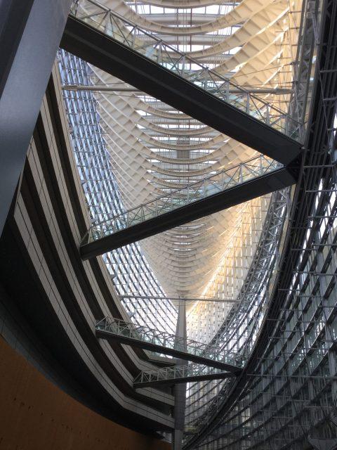 東京国際フォーラムガラス棟昼